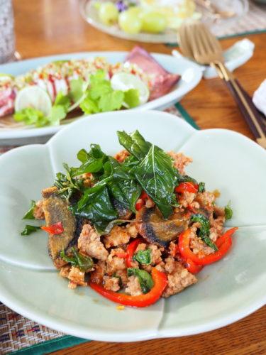 美味いタイ料理をまたまた発見!「揚げピータン入りガパオ炒め」