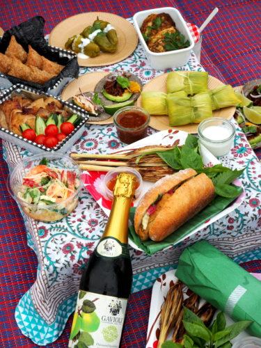 世界の料理がずらり!これぞ「大人ピクニック」