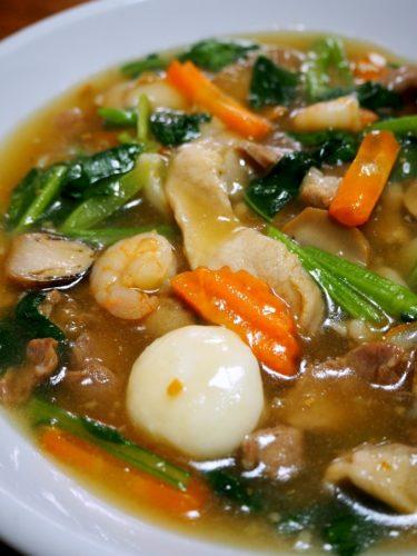 あんかけと太麺の組み合わせがたまらん!タイ庶民の味、「センヤイラートナー」